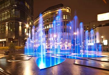Crystal Fountain medium powered lights cat